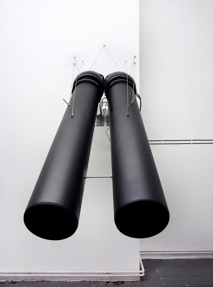 Alberto Tadiello, E13 000625, clacson elettrici, tubi in pvc, cavi, trasformatore di voltaggio, staffe metalliche, 60 x 150 x 110 cm, 2010