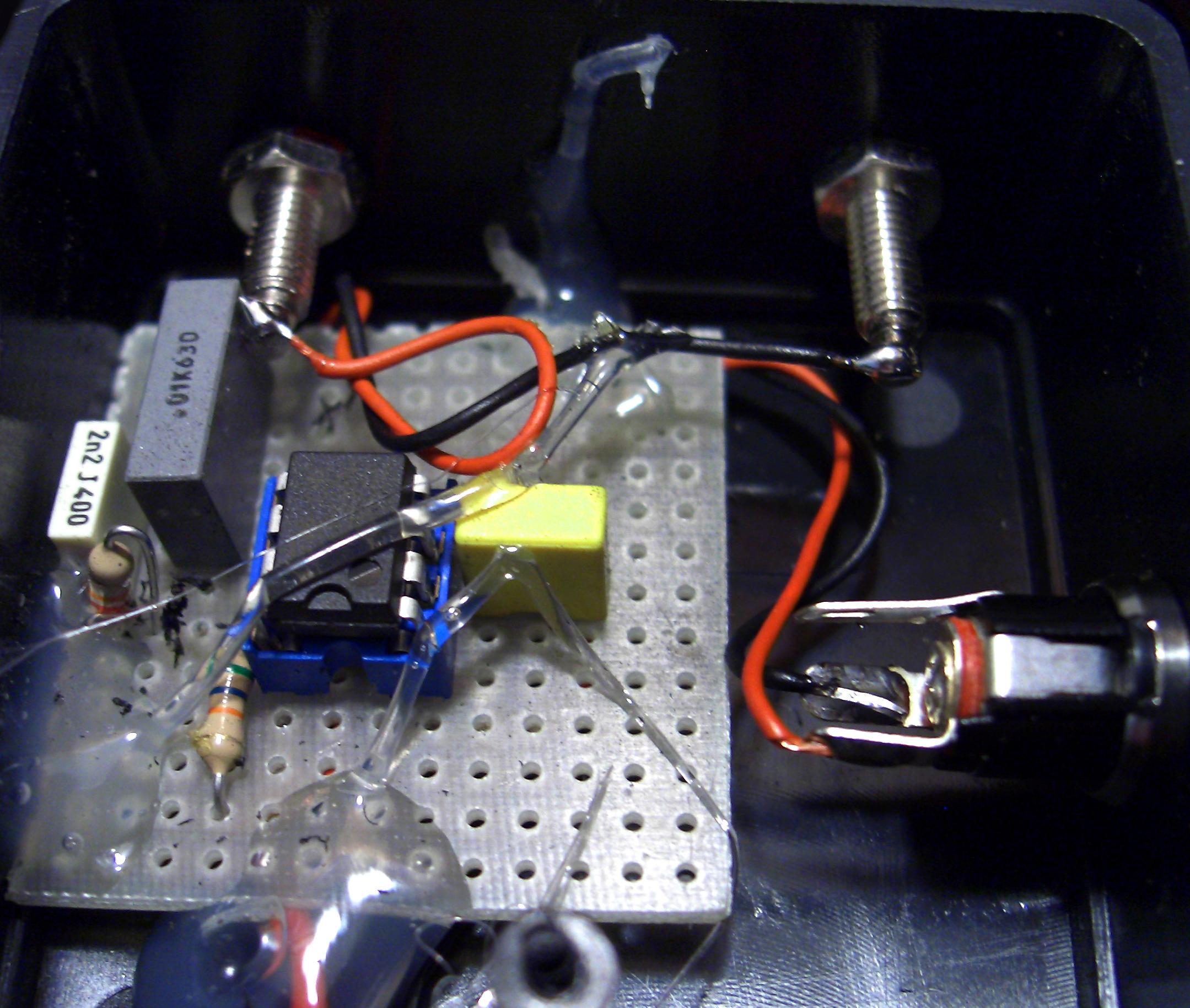 Alberto Tadiello, Usb, cables, circuits, sound system, trees, site specific dimension, 2007.