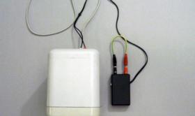 Alberto Tadiello, 9V, speaker, circuit, cables, battery, site specific dimension, 2007. Private collection